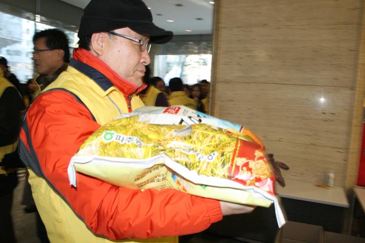 사랑의쌀배달봉사(2010.2)-24